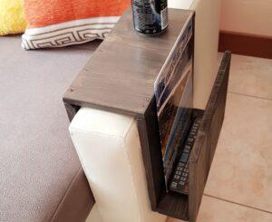 Porta giornale e appoggia bicchiere da divano in legno riciclato